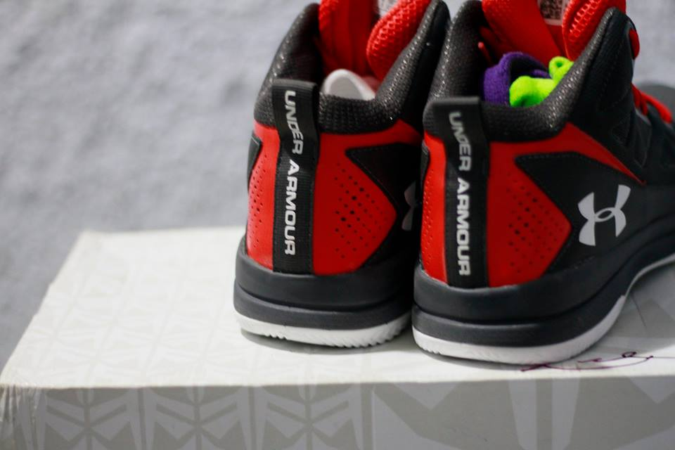 giày bóng rổ Under Armour Jet mid logo heel