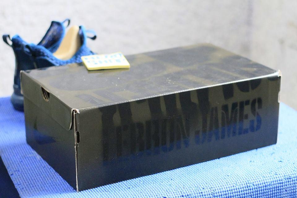 box giày bóng rổ Nike Lebron soldier 12