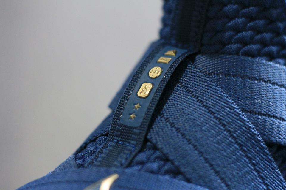 chi tiết giày bóng rổ Nike Lebron soldier 12