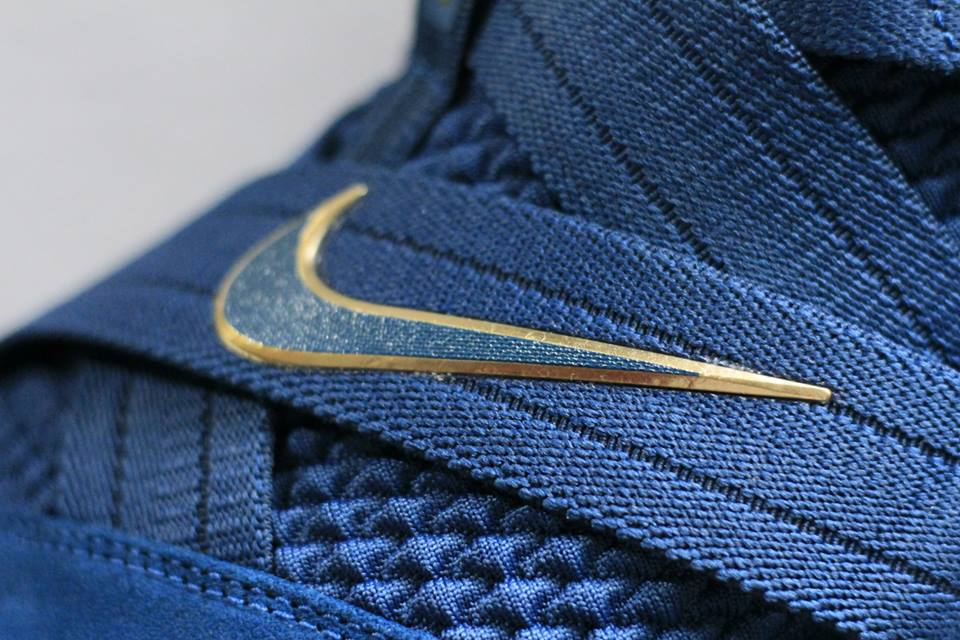 logo Nike giày bóng rổ Nike Lebron soldier 12