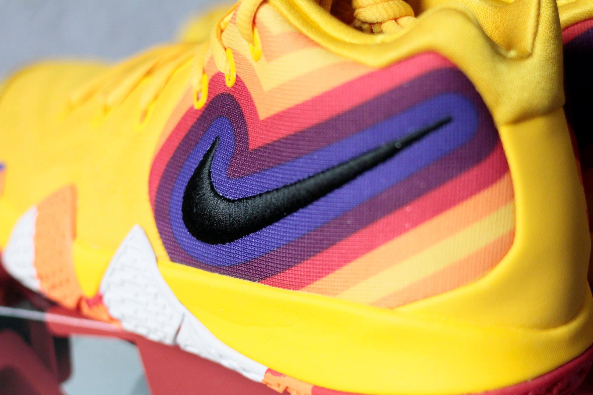 logo Nike Kyrie 4 70s