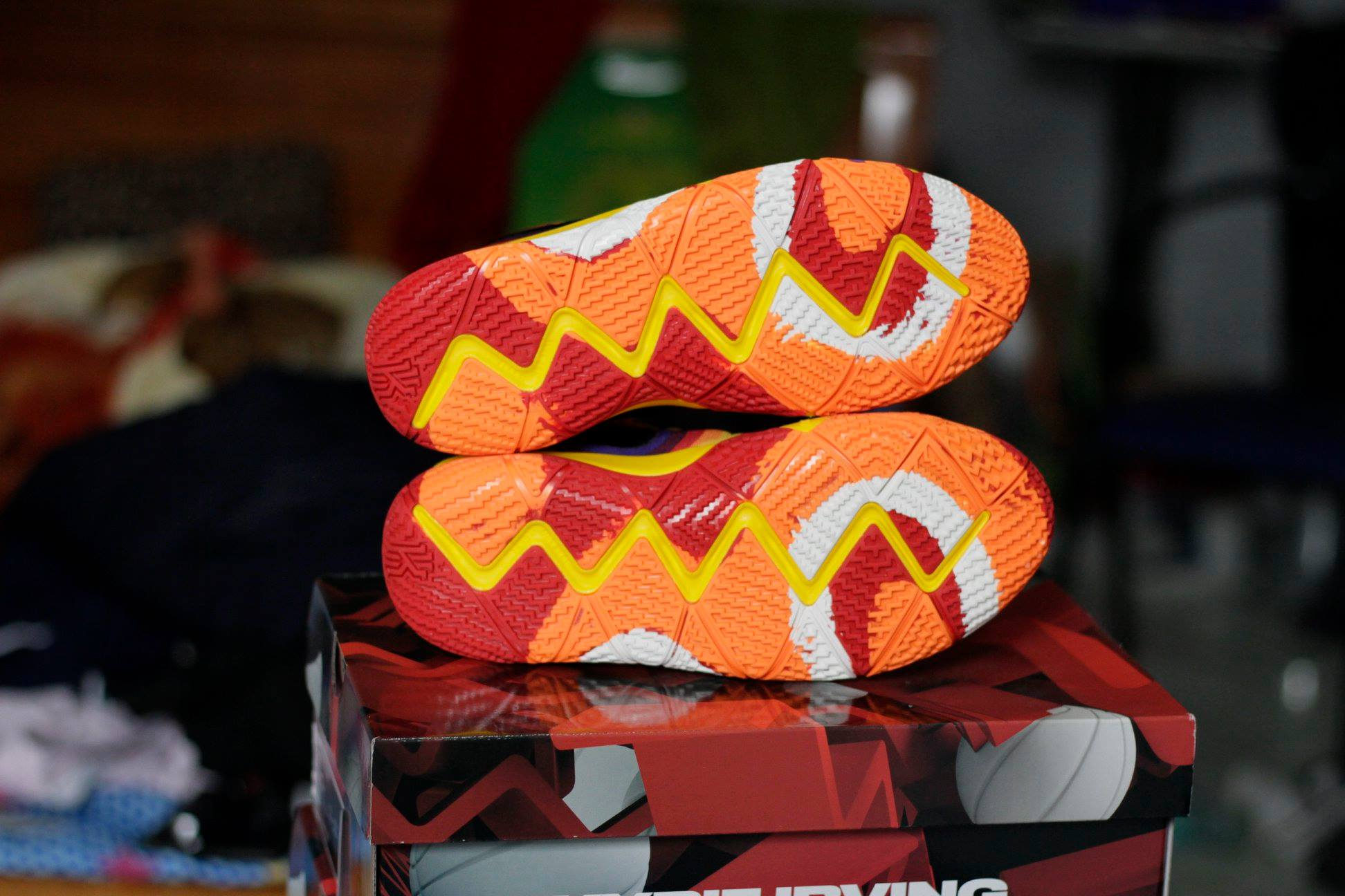 Nike Kyrie 4 70s đế giày
